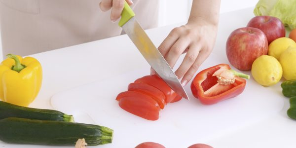 野菜を切る