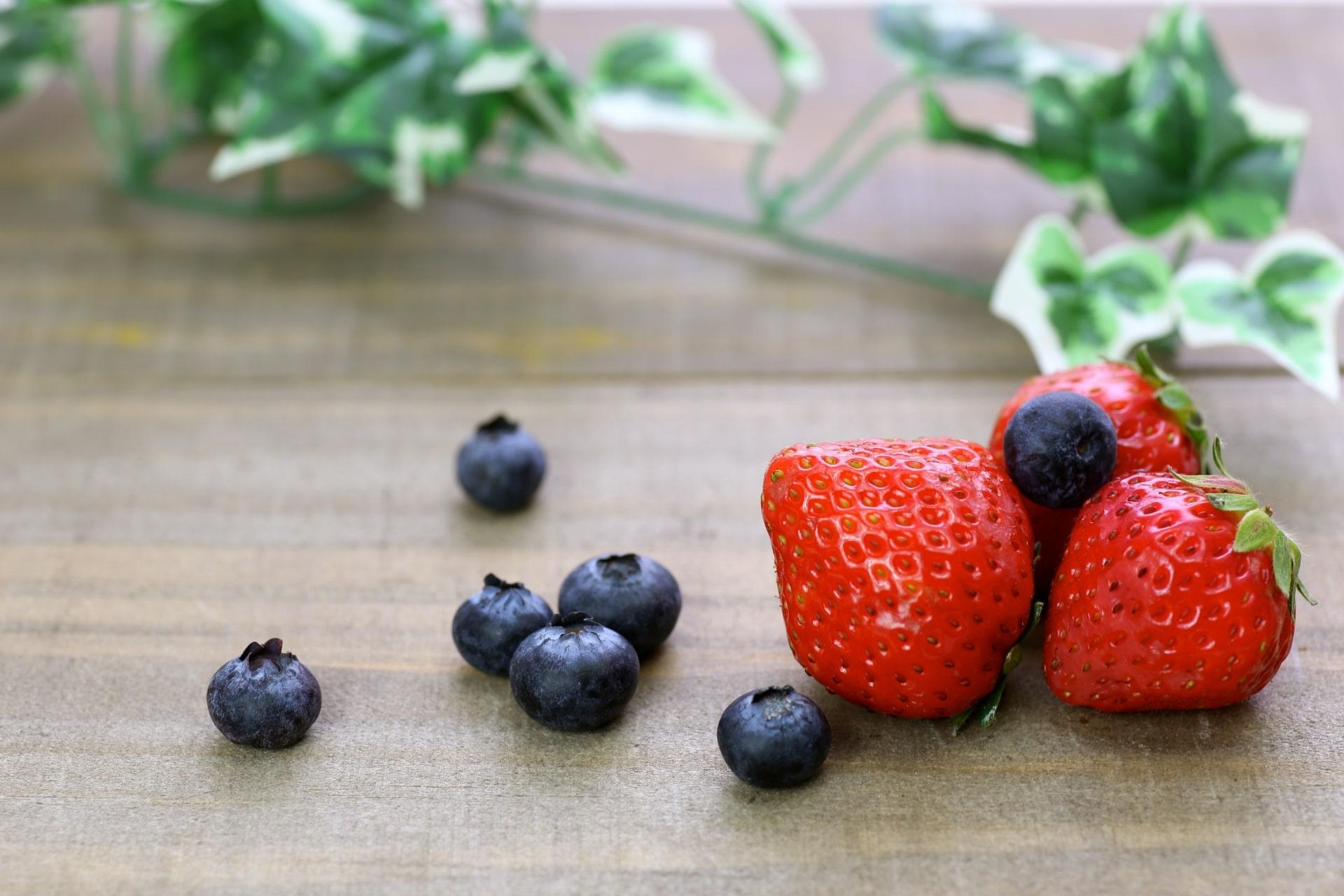 ベリーで健康!! イチゴとブルーベリーの栄養と保存方法